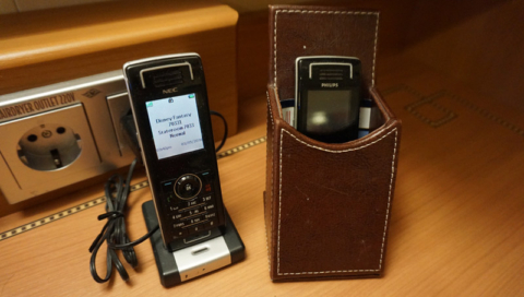 Os wave phones na nossa cabine no Disney Fantasy