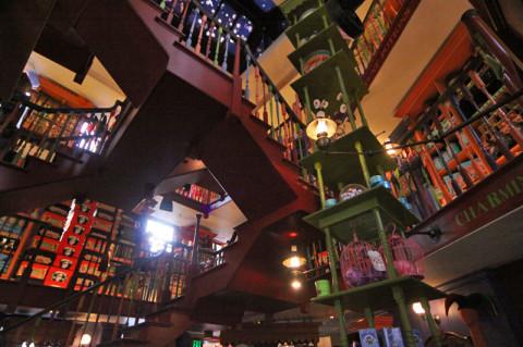 Dentro da loja dos irmãos Weasley