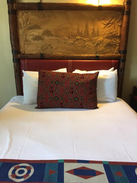 As camas tem essas cabeceiras lindas