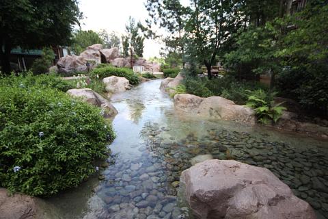 ...vai pra esse riozinho que alimenta a cachoeira