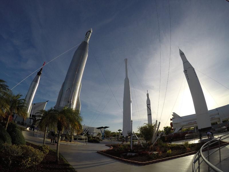 O Rocket Garden na NASA, com foguetes das missões Mercury, Gemini e Apollo