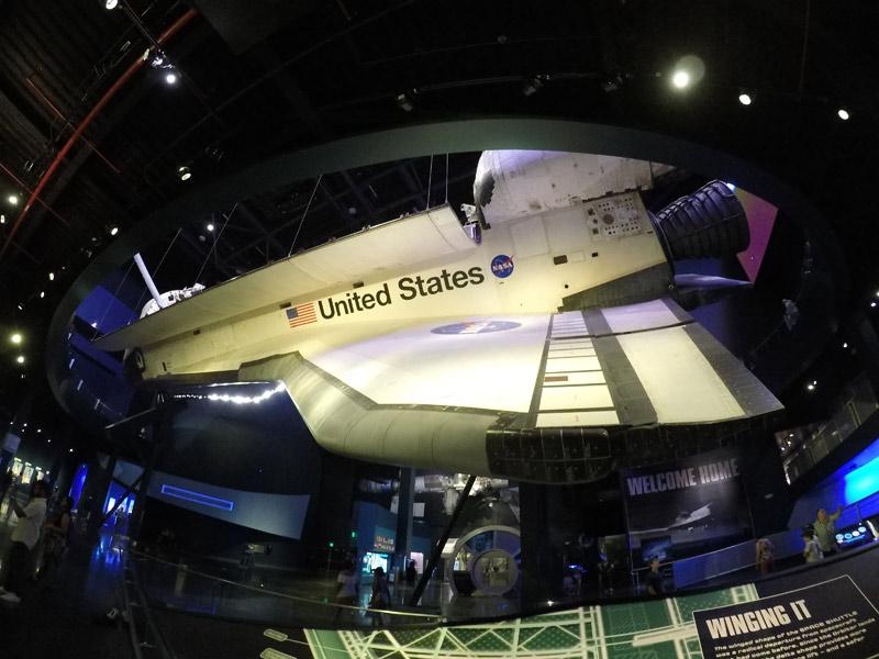 Outro ângulo do ônibus espacial Atlantis