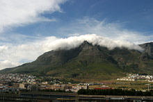Table Mountain com nuvens