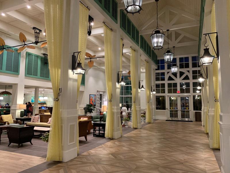 caribbean-beach-resort-lobby-corredor