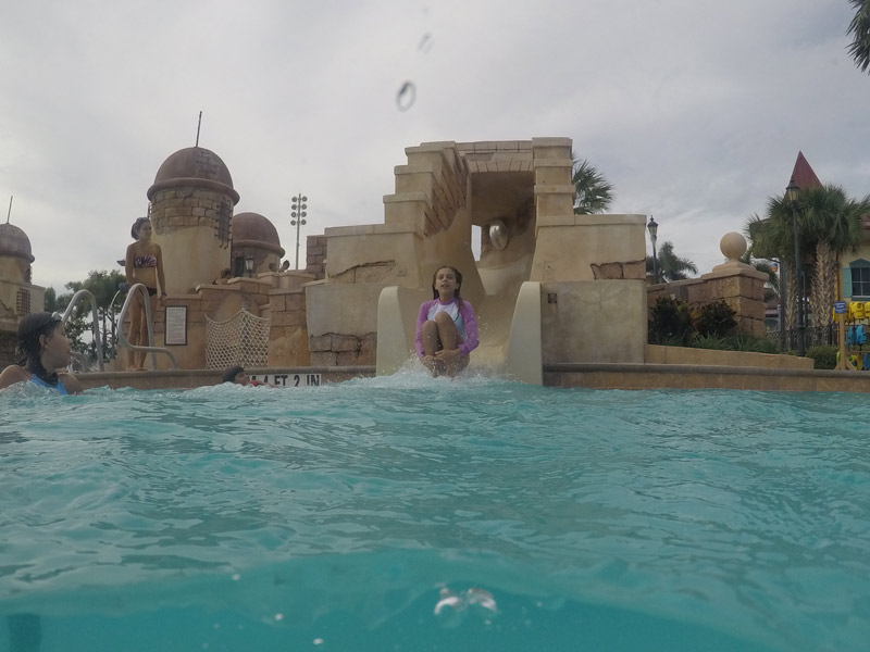 disney-caribbean-beach-resort-piscina-toboagua