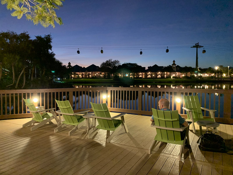 disney-caribbean-beach-resort-skyliner-visto-de-old-port-royale