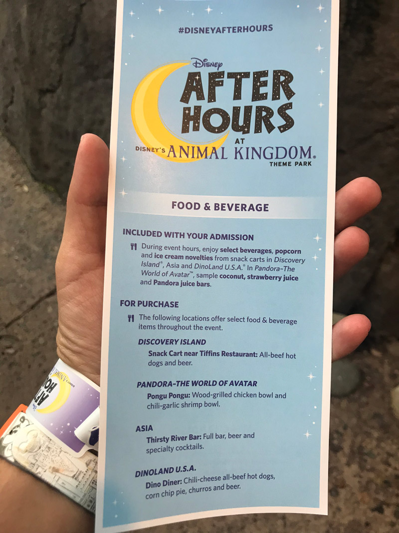 Folheto e pulseira do evento Disney After Hours no Animal Kingdom