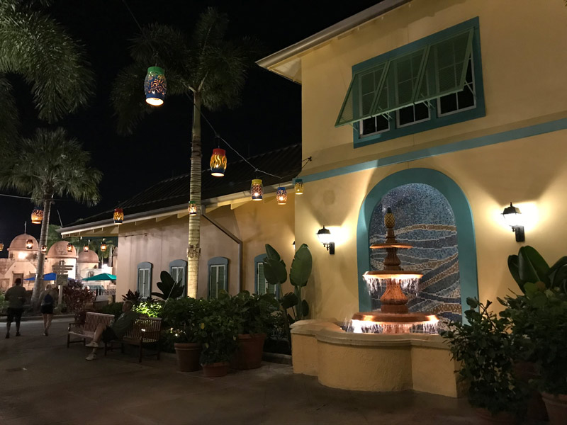 hotel-caribbean-beach-old-port-royale-a-noite