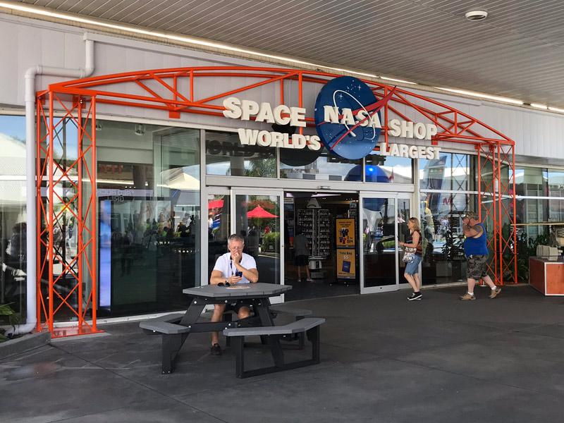 A loja da NASA no Kennedy Space Center é enorme!