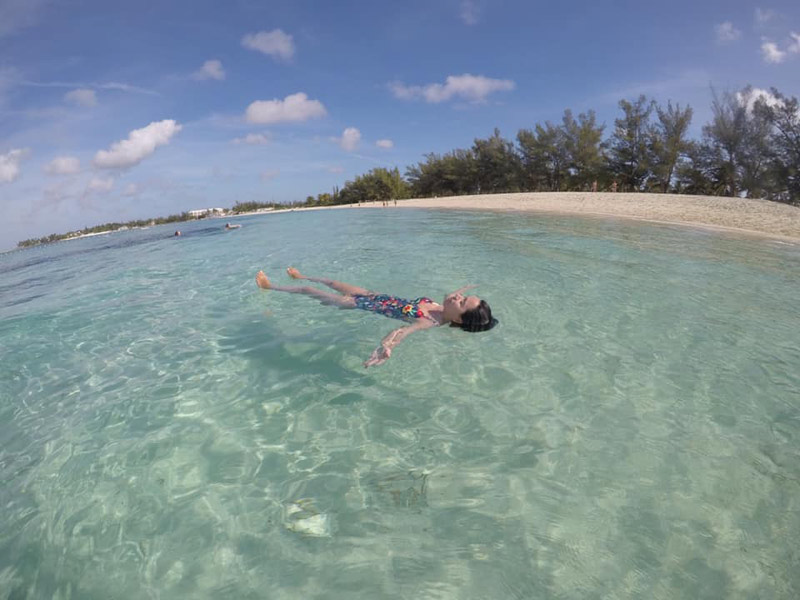 Relaxando em Goodman's Bay, em Nassau, Bahamas