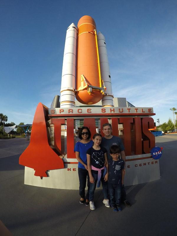 Entrada da exibição sobre o ônibus espacial Atlantis (Space Shuttle)