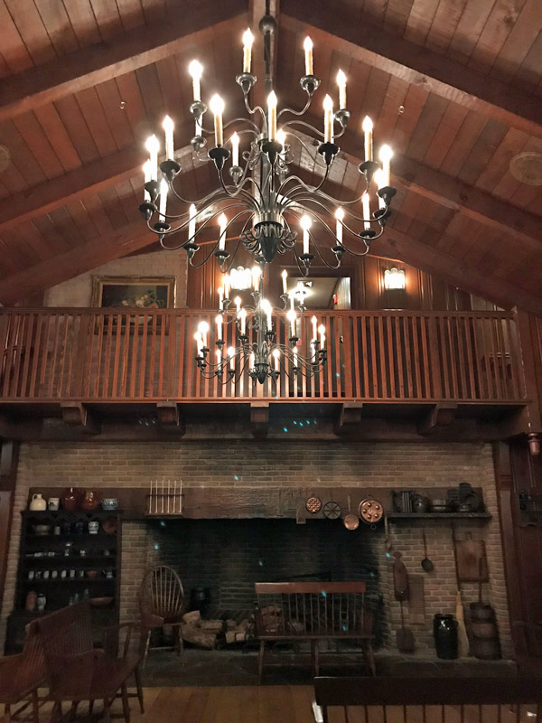 Sala de espera do restaurante Liberty Tree Tavern no Magic Kingdom
