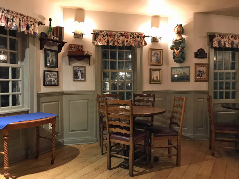 Mais um pedacinho do Liberty Tree Tavern, restaurante no Magic Kingdom