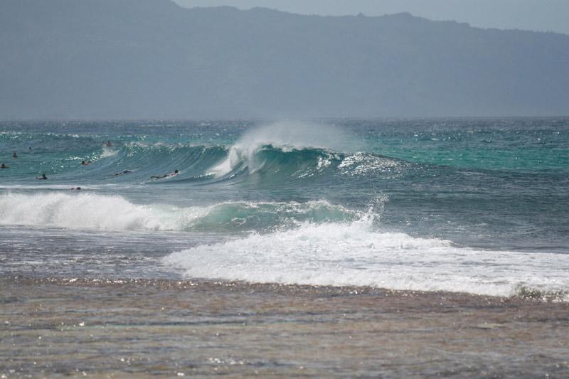 Oahu no inverno: Surfistas em Waimanalo em fevereiro