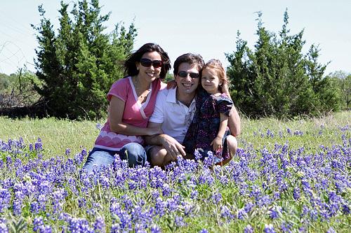 Eu, Julia e Gabe com as bluebonnets do Texas